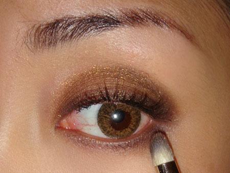 Trang điểm mắt khói với màu nâu vàng - 6