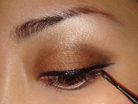 Trang điểm mắt khói với màu nâu vàng - 7