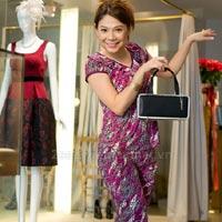 Thanh Thảo mặc đồ ngủ đi shopping