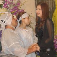 Bạn bè nghệ sỹ đến viếng thăm 'má' Kim Ngọc