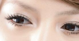 2 cách trang điểm mắt nhẹ nhàng và ấn tượng - 1