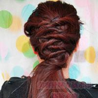Tóc xoắn đan sau đầu