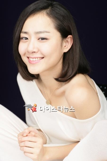 Moon Geun Young cá tính với tóc ngắn trên Bazaar - 1
