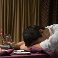 Dấu hiệu ngộ độc rượu và cách xử lý nhanh
