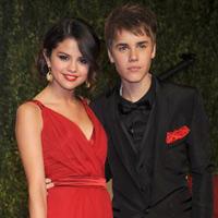 Justin Bieber khen bạn gái hết lời