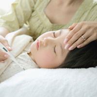 Trẻ bị sốt cao có phải do viêm mũi họng cấp?