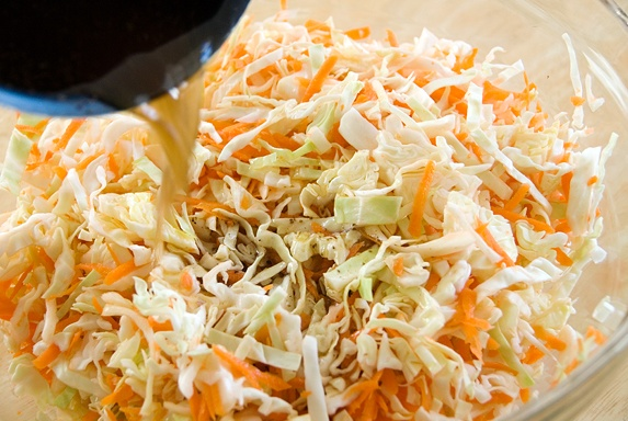 Salad bắp cải vừa dễ ăn vừa dễ làm - 6