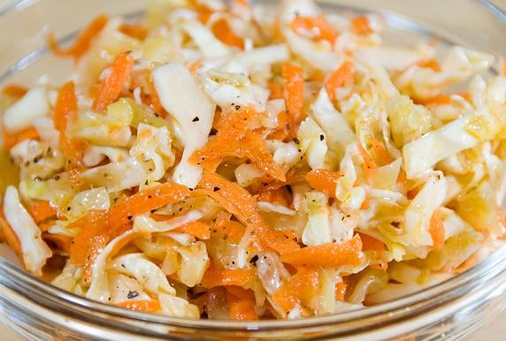 Salad bắp cải vừa dễ ăn vừa dễ làm - 7