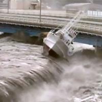 Video: hãi hùng sức mạnh của sóng thần tại Nhật Bản