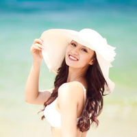 Bộ ảnh cưới bikini 'độc' của Lã Thanh Huyền