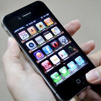 Chọn mua iPhone chính hãng hay xách tay?
