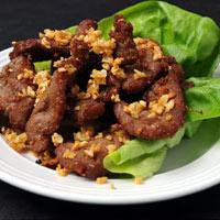 Thịt heo chiên tỏi thơm lừng cho bữa tối