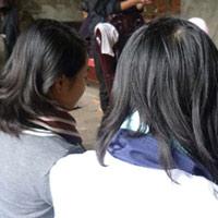 Phẫn nộ đánh ghen ở HN: Bắt nữ sinh mút 'của quý'