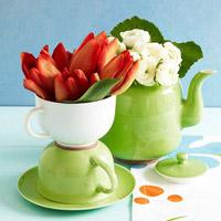 Bàn tiệc đẹp mê ly với hoa và trứng