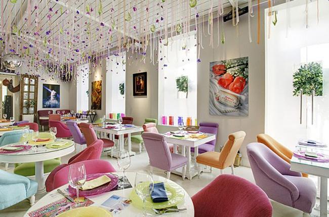Phong cách trẻ trung tươi vui cho những nhà hàng muốn nhắm đến đối tượng khách hàng tuổi teen.