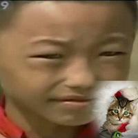 Lạ: Cậu bé mắt mèo nhìn xuyên màn đêm