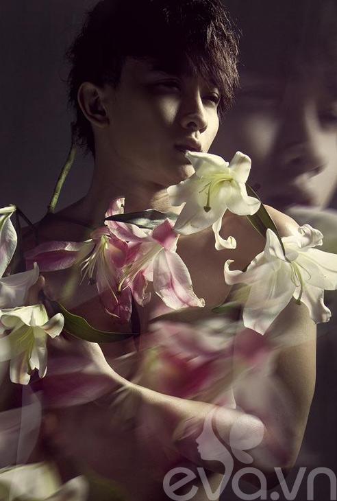 Sốc: Chan Than San nude cùng... hoa - 2
