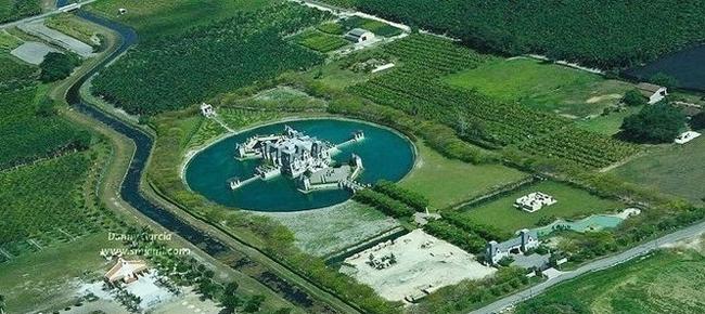 Trước mắt các bạn là khung cảnh nhìn từ trên cao của một trong những dinh thự đẹp nhất Miami (Mỹ).