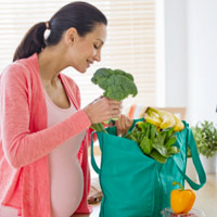 Phụ nữ mang thai cần kiêng ăn gì?