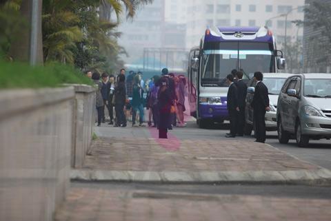 Hot: Sao Hàn lạnh lùng với fan Việt - 1