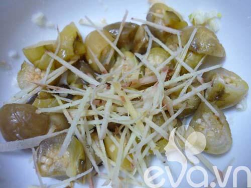 Ngon cơm với cà dầm tôm chua Huế - 4