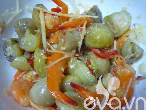 Ngon cơm với cà dầm tôm chua Huế - 5