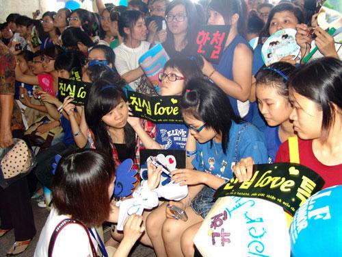 Vì sao Kpop lấy được nước mắt của Fan? - 1