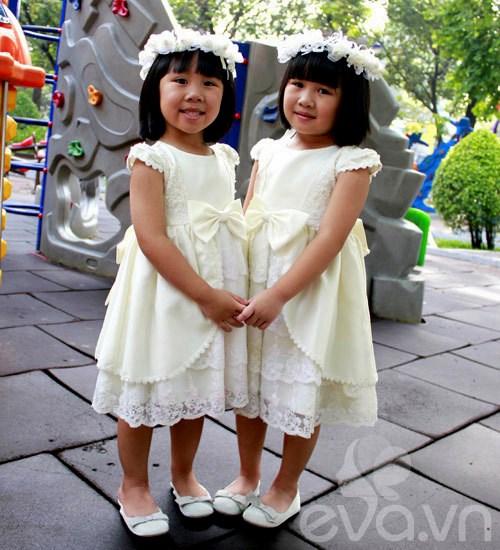 1357205002 sinhdoi15 Cặp đôi bé gái diện đầm đôi đẹp như thiên thần