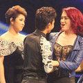 Làng sao - Hương Giang mỉm cười chia tay Vietnam Idol 2012