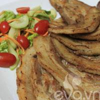 Thịt nướng ăn kèm salad tuyệt ngon