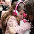 Làng sao - Suri òa khóc vì bị phóng viên chụp hình