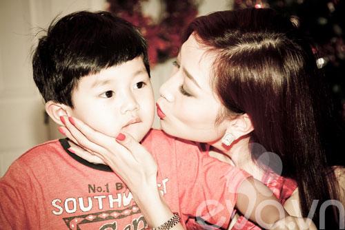 a hau thu huong mung con trai lon khon - 2