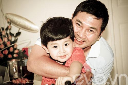 a hau thu huong mung con trai lon khon - 4
