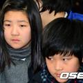 Làng sao - Hai con Choi Jin Sil lặng lẽ trong đám tang