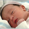 Làm mẹ - Sữa mẹ - thuốc trị nẻ cho bé hiệu quả