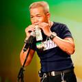 Làng sao - Cụ ông 61 tuổi dùng tiền thổi sáo