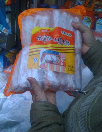 Thu trên 100 kg xúc xích bẩn nguồn gốc Trung Quốc-1