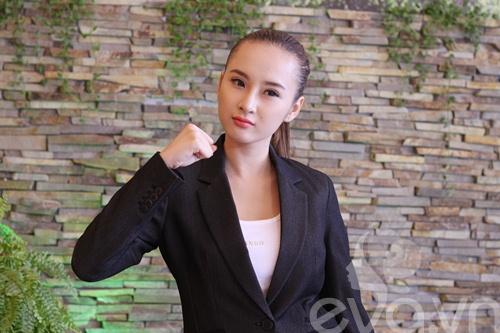 angela phuong trinh khoe mui moi thon gon - 3