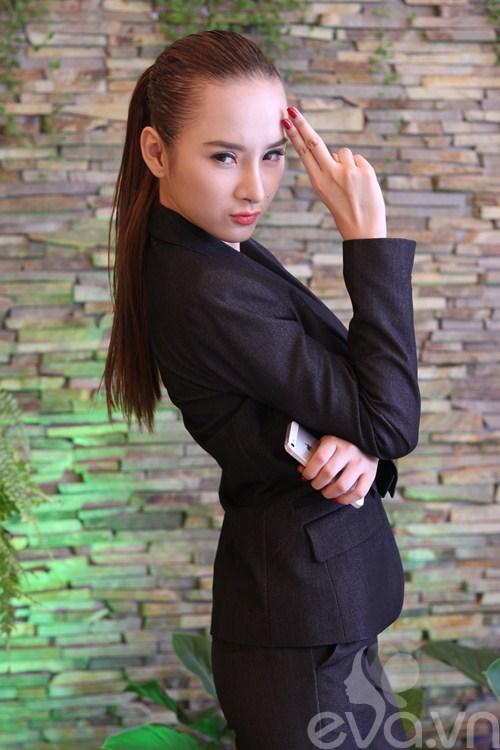 angela phuong trinh khoe mui moi thon gon - 5