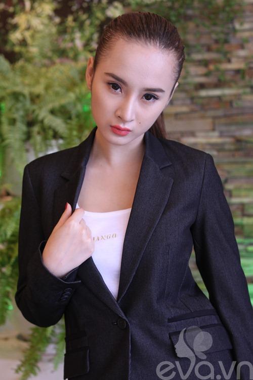 angela phuong trinh khoe mui moi thon gon - 7