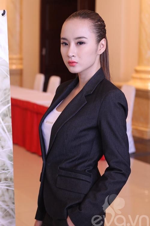 angela phuong trinh khoe mui moi thon gon - 8