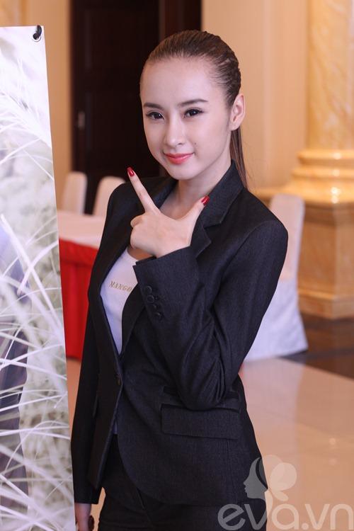 angela phuong trinh khoe mui moi thon gon - 9