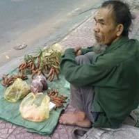 Lật tẩy ông già bán me bên đường SG