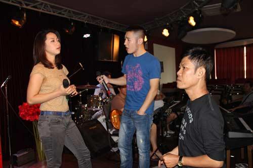 "thi sinh cdhh hoi hop cho buoi ""chao san"" - 19"