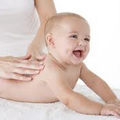 'Chuẩn' massage tay & chân cho bé