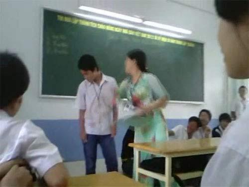 Xôn xao clip cô giáo tát nam sinh tới tấp-1