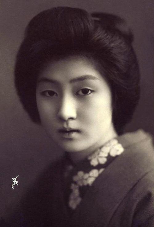 Ngỡ ngàng trước vẻ sắc sảo của nàng geisha cổ-1