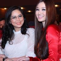 Khánh My duyên dáng bên mẹ chồng Hà Tăng