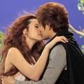 Làng sao - Đông Nhi lại hôn say đắm người yêu