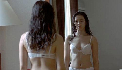 my nhan han bi 'nem da' khi khoe than khong dung cho - 4